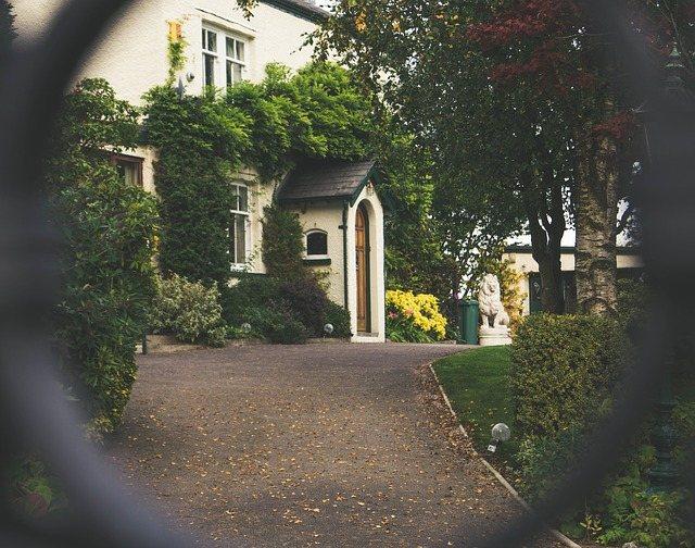 pogoni za dvoriščna vrata